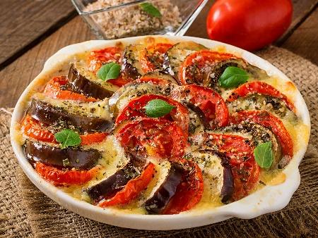 Доматена запеканка с патладжан, домати и моцарела в тава на фурна - снимка на рецептата
